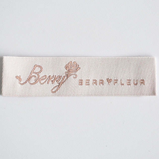 Golden thread woven label for garment QD-WL-0015